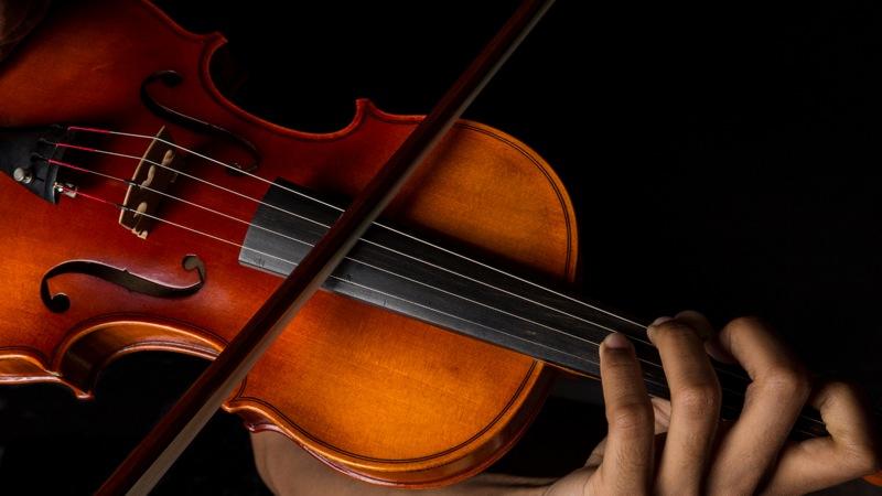 Nærbilde av fiolin, som illustrasjon til artikkel om avskrivning