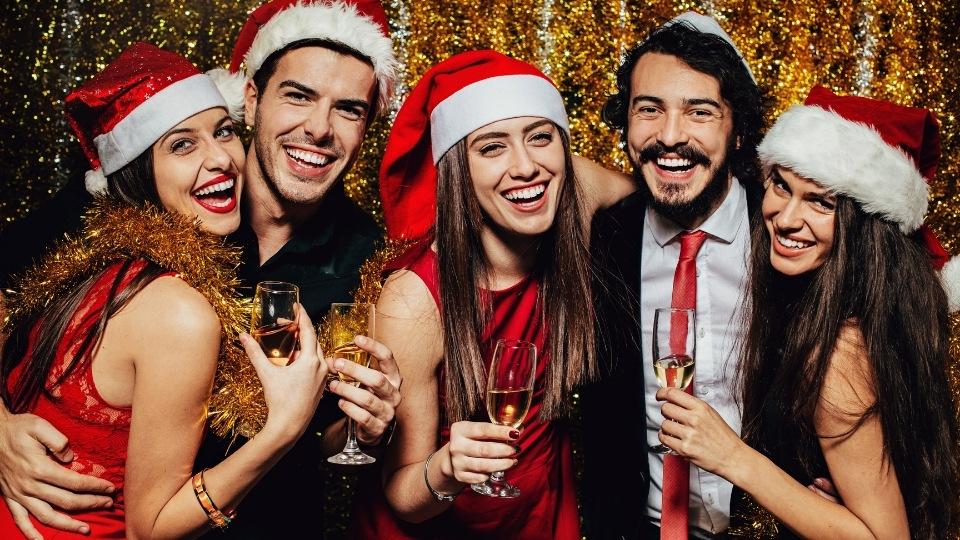 Bedriftsansatte på julebord
